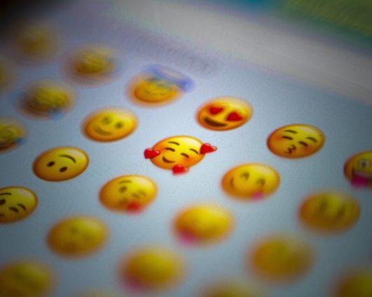 Эмодзи-дистант. Эмоции студентов во время online-обучения